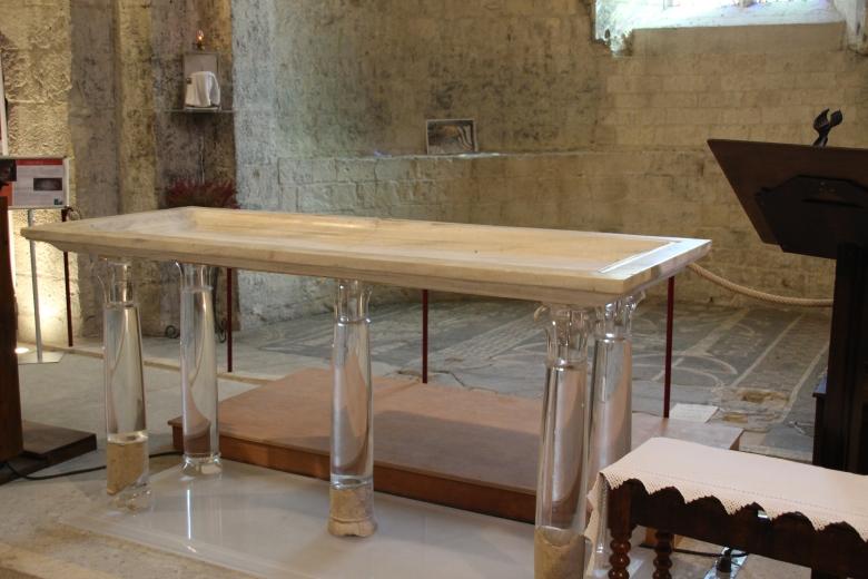 Autel en marbre - Abbatiale Cruas - Ardeche-actu - 2016