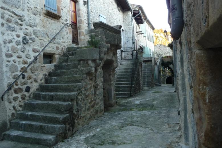 Escaliers et balcons en pierre - Ardeche-actu - 2016